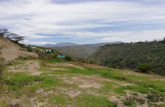 Venta de terreno en Tumbaco 2.449 m2, Urbanización Las Peñas, increíble vista.