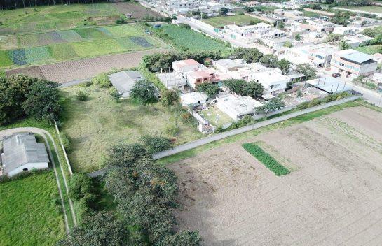 Terreno en venta Puembo, 2.446 m2, Calle Manuel Burbano, salida adoquinada a Pifo