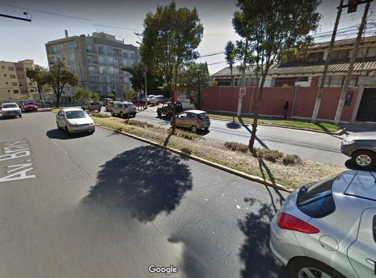 Terreno 741 m2 Av. Brasil Quito Tenis