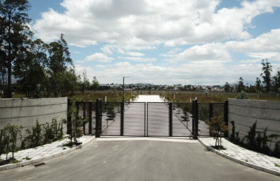 Lote de terreno en venta en Llano Chico 1.140 m2 Urbanización Privada El Arupo, Av. Simon Bolivar