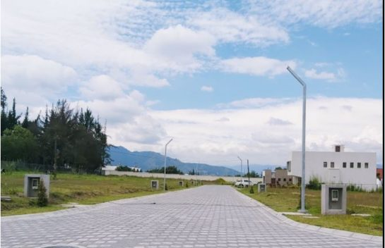 Terreno de Venta Lote #1 de  994 m2 en Puembo Urb. de Lujo