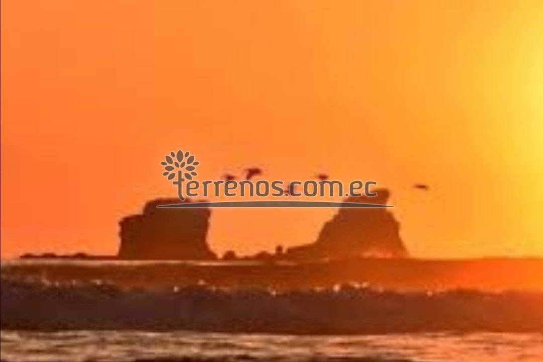 Ayampe vista al mar frente a la propiedad