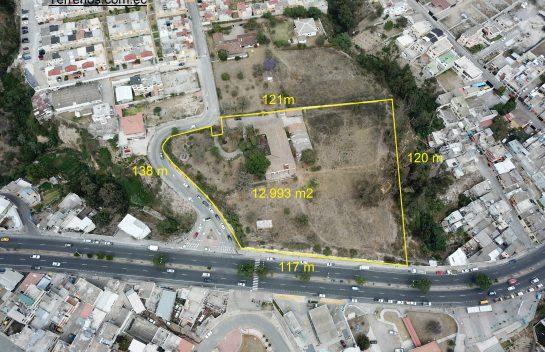 Terreno de venta, 12.993 m2 Pomasqui, vía principal (RU1) (M)