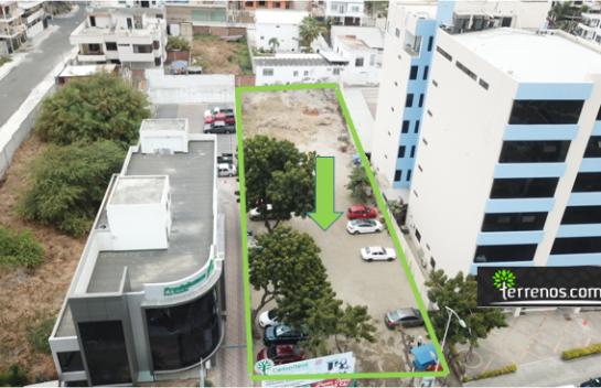 Terreno de venta de 1.269 m2 en el malecón de Manta, Av. primera