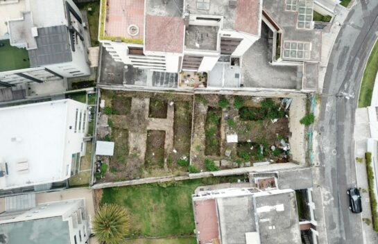Terreno de venta en el Quito Tenis, 730 m2 calle Alcabalas