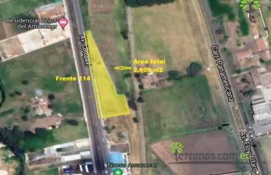 Terreno de venta Latacunga, 2.609 m2 Av. Cotopaxi, vía principal.